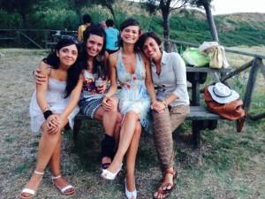 eccoci qua, tutte e quattro, a art in the dunes 2014: da sinistra, valentina di cesare, michela Tobiolo, io e federica d'amato.